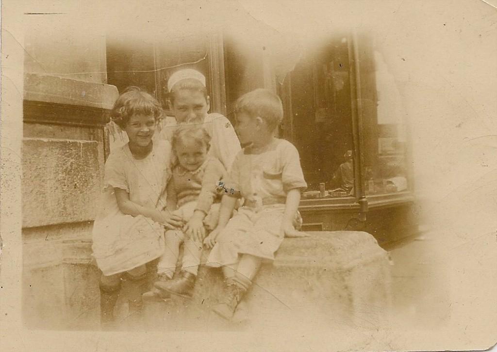 Catherine, Jimmy, Agnes & Jackie Lennon circa 1925